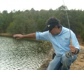 Juan Antonio Pérez Columbia pescando truchas