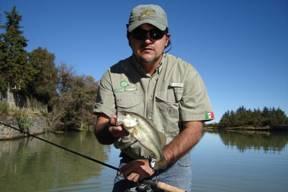 Pescando lobinas en la presa de San Antonio
