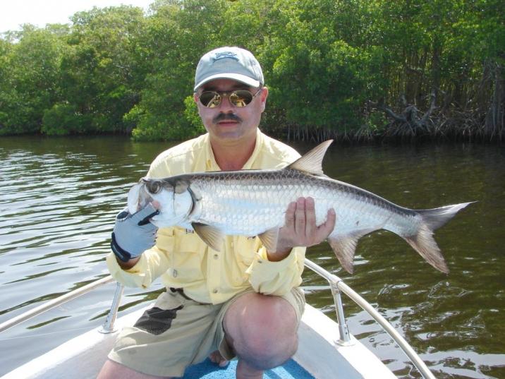 Carlos Godoy pescando sabalos.jpg