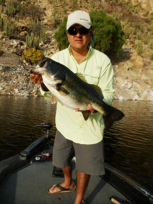 Pesca Zimapan lobina Juan Antonio Pérez golona bass